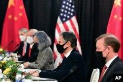 Держсекретар США Ентоні Блінкен (другий праворуч)