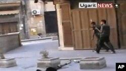 Повстанцы готовятся к атаке на правительственные войска. Кадр из видео агентства «Ugarit news»