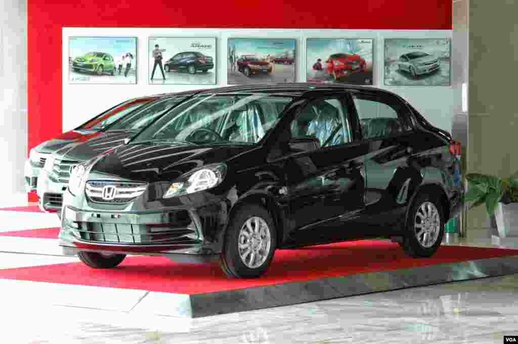 Зовнішній вигляд авто часто адаптують для місцевого ринку відповідно до звичок та ПДД.