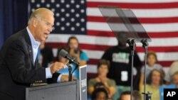 El vicepresidente Joe Biden habla durante una parada en la escuela primaria Spiller, en Wytheville, Virginia, el 14 de agosto de 2012.