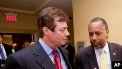 Paul J. Manafort, à esquerda, com o antigo ex-pré-candidato republicano Ben Carson