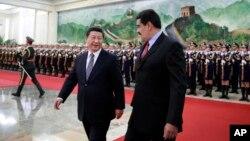 習近平(左)與委內瑞拉總統馬杜羅(右)在歡迎儀式上