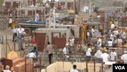 Panorámica de la construcción en Lonavala, India, 2006.