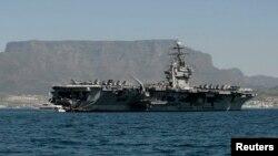 Portaviones USS Theodore Roosevelt donde viajará el jefe del Pentágono, Ash Carter, y su contraparte malaya, Hishammuddin Hussein.