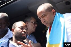 Opposition figure Moise Katumbi (R) arrives at the courthouse in Lubumbashi, DRC, May 13, 2016.