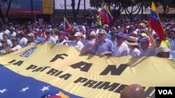 La marcha, convocada por la diputada María Corina Machado, pide explicaciones de la presencia de cubanos en las fuerzas armadas de Venezuela. [Foto: Alvaro Algarra, VOA].