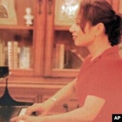 台商康文杰太太放弃在台湾的钢琴教学事业