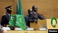 Tổng thống Zimbabué Robert Mugabe khai mạc hội nghị AU với trọng tâm là vấn đề nhân quyền ở châu lục này.
