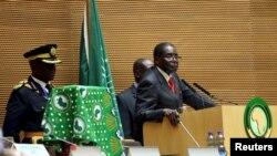 Presiden Zimbabwe Robert Mugabe memberikan sambutan dalam pembukaan KTT ke-26 Uni Afrika di Addis Ababa, Ethiopia (30/1).