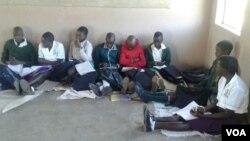 Abantwana abafunda esikolo seZilalongwe.