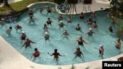 """""""El agua ofrece otro aspecto del fitness que no se puede alcanzar en el suelo"""", dijo la experta Karen Kent."""