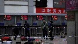 28 të vrarë në sulme me thikë në Kinë