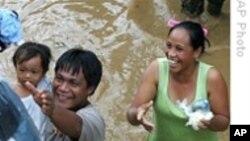 洪水过后菲律宾展开大规模救灾工作