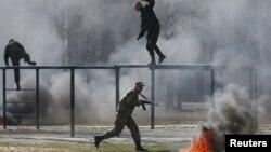 Бойцы самообороны Майдана на тренировочной базе Национальной гвардии под Киевом