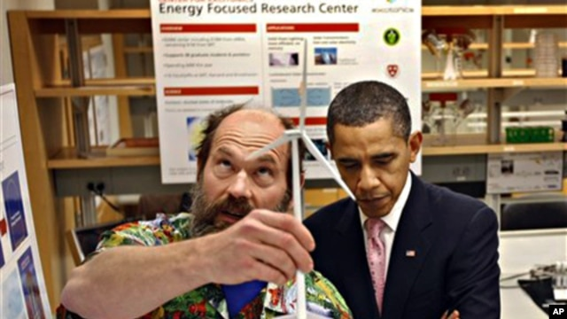 President Barack Obama tours a research laboratory with Professor Alex Slocum at MIT in Cambridge, Massachusetts, just before an annual science fair to improve math and science education was held in November 2009 (file photo - 23 Oct. 2009)