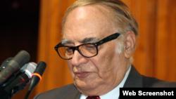 سابق گورنر خیبر پختونخواہ مسعود کوثر (فائل فوٹو)