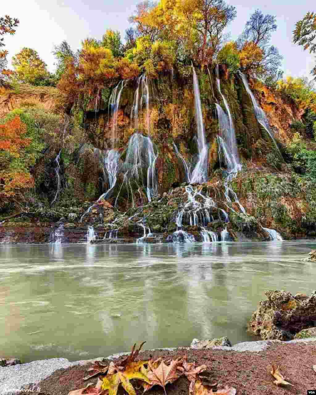 پاییز آبشار بیشه عکس: بهزاد میرزایی فتح آباد (ارسالی شما)