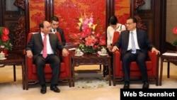 Phó Thủ tướng Việt Nam Nguyễn Xuân Phúc (trái) và Thủ tướng Trung Quốc Lý Khắc Cường.