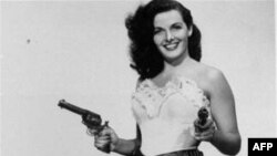 Jane Russell 'Solukbenizli' filminde Calamity Jane rolünde
