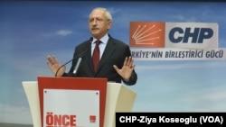 CHP lideri Kemal Kılıçdaroğlu dün gece seçim sonuçlarını gazetecilere değerlendirirken.