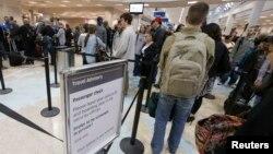 Según Janet Napolitano, ya hay largas filas de pasajeros en los aeropuertos más grandes del país.