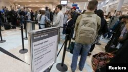 미국 유타주 솔트레이크 국제공항에서 수속을 기다리는 탑승객들. (자료사진)