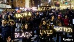Người biểu tình tuần hành ở khu vực Hạ Manhattan, thành phố New York, đòi công lý cho cái chết của ông Eric Garner, 4/12/2014.