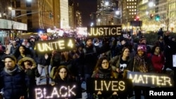 Warga di Lower Manhattan, New York berunjuk rasa menuntut keadilan atas kematian Eric Garner (4/12).