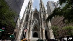 Nhà thờ Thánh Patrick ở New York trong bức ảnh chụp hôm 6/9/2018. Một người đàn ông sống ở New Jersy
