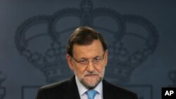 Spain's Prime Minister Mariano Rajoy listens to a question during a news conference at the Moncloa Palace, the premier's official residence, in Madrid, Nov. 11, 2015.