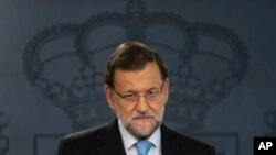 El presidente español Mariano Rajoy habló con la presna en el Palacio de la Moncloa, sede del gobierno, en Madrid, el miércoles 11 de noviembre de 2015.