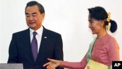王毅4月5日抵達緬甸,並於當天跟緬甸新任外長昂山素姬見面。
