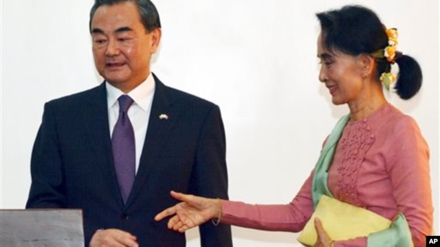 aung sang suu kyi freedom from fear essay Aung san suu kyi is the daughter of myanmar's independence hero, general aung san he was assassinated during the transition period in july 1947, just six months before independence, when ms suu.