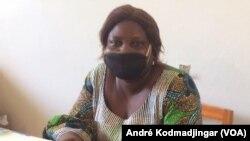 Dénémadji Yolande, chargée de programme à la radio Arc-en-ciel à N'Djamena, au Tchad, le 19 mai 2020. (VOA/André Kodmadjingar)