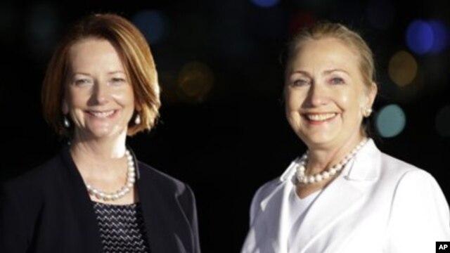 13일 호주 펄스에서 줄리아 길라드 호주 총리(왼쪽)과 회담을 가진 힐러리 클린턴 미 국무장관.