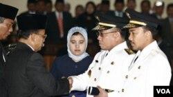 Mantan pemimpin GAM, Irwandi Yusuf saat dilantik menjadi Gubernur Aceh pada 8 Februari 2007.