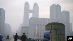 북한 평양의 고려호텔. 가운데 다리로 연결된 쌍둥이 건물이다. (자료사진)