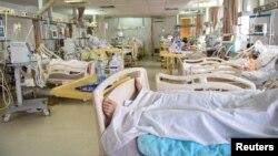 Pacijenti oboleli od koronavirusa leče se u Opštoj bolnici u Novom Pazaru, 15. marta 2021. (Foto: Rojters, Zorana Jeftić)