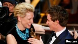 艾迪烈柏尼憑著《 霍金 ﹕愛的方程式》贏得奧斯卡影帝頭銜