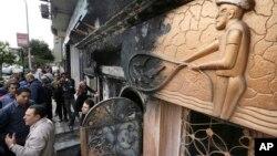 Giới hữu trách điều tra hiện trường hộp đêm bị đánh bom ở thành phố Cairo, Ai Cập, ngày 4/12/2015.