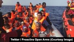 Une ONG espagnole a annoncé samedi avoir secouru en Méditerranée 59 migrants en provenance de Libye, 30 juin 2018. (Twitter/ Proactiva Open Arms)