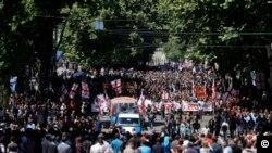 ანტი-გეი აქტივისტებმა, მართლმადიდებელი მღვდლების მონაწილეობით მარში გამართეს თბილისში, საქართველო, 2017 წლის 17 მაისი.