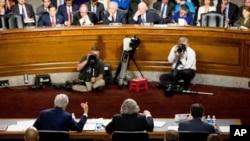 وزرای دولت اوباما به کنگره اطمینان داده بودند که ایران به سیستم مالی أمریکا دسترسی نخواهد داشت.