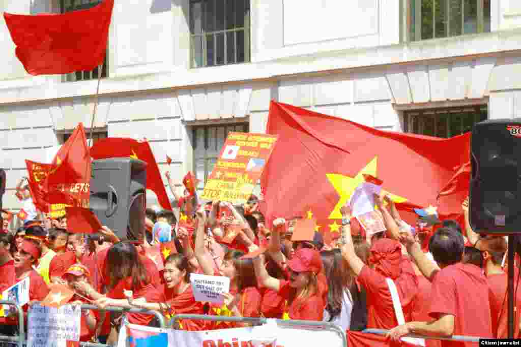 Protesters in front of the Chinese embassy in London, May 18, 2014.