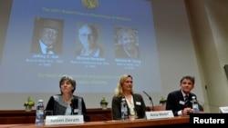 Ủy ban Nobel Y khoa loan báo trao giải Nobel Y khoa 2017 cho 3 nhà khoa học Mỹ ngày 2/10/2017. (ảnh TT News Agency/Jonas Ekstromer via REUTERS )