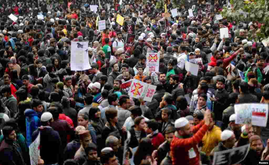 فروری میں بھارت کے دارالحکومت نئی دہلی میں شہریت کے ترمیمی بل کے خلاف احتجاج میں 53 افراد ہلاک ہوئے۔