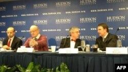 На фото слева направо: Ричард Вайтс, Андрей Пионтковский, Леон Арон, Глен Ховард