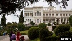 قصر لیوادیا به دستور خاندان رومانوف ساخته شده بود و در جنگ جهانی دوم رهبران متفقین در یالتا در این قصر نشستی یک هفته ای داشتند.