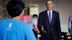 Američki predsednik Barak Obama sa radnicima u Vijetnamu