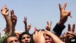 利比亞反對派哀悼被卡扎菲部隊殺死的平民